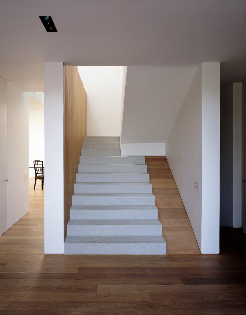 Stone stair detail in Pietra Lauro limestone at the Long House London